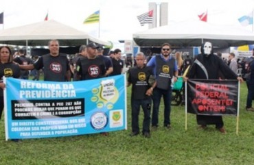 SINDIPOL/ES PRESENTE EM PROTESTO CONTRA A PEC 287, EM BRASÍLIA