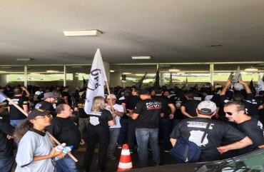 POLICIAIS DE TODO PAÍS FAZEM MANIFESTAÇÃO HISTÓRICA EM BRASÍLIA