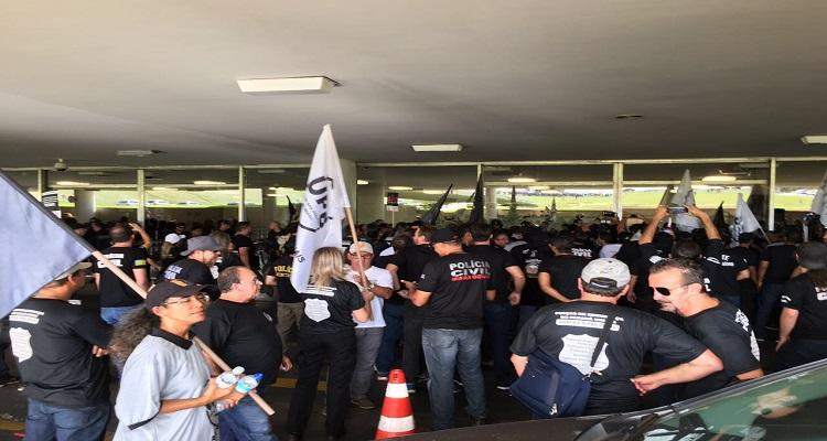 policiais-de-todo-pais-fazem-manifestacao-historica-em-brasilia