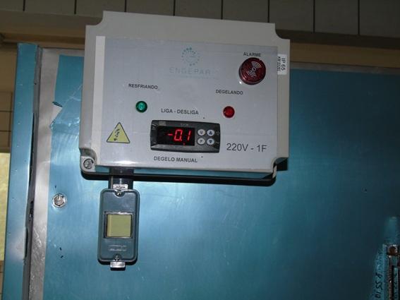 Geladeira com defeito: não consegue alcançar e manter a temperatura ideal para a preservação dos cadáveres