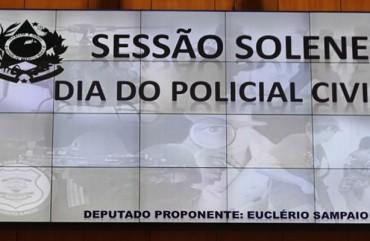 POLICIAIS CIVIS SÃO HOMENAGEADOS NA ASSEMBLEIA LEGISLATIVA