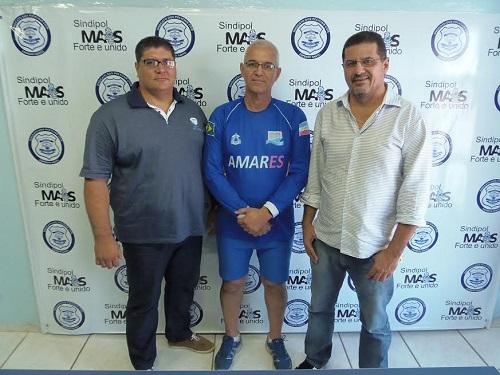 Átila Mendes, diretor do Sindipol/ES (esq.), Emílio Hortleb, e Jorge Emílio Leal (dir.), presidente do Sindipol/ES.
