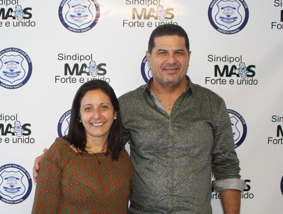 Penha Maria ao lado do presidente do Sindipol/ES, Jorge Emílio Leal.