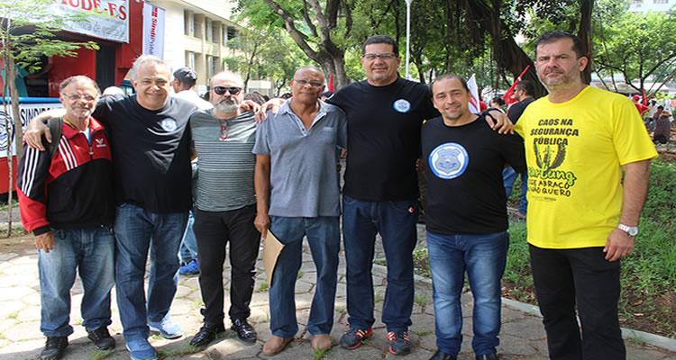 sob-controle-servidores-publicos-protestam-em-vitoria