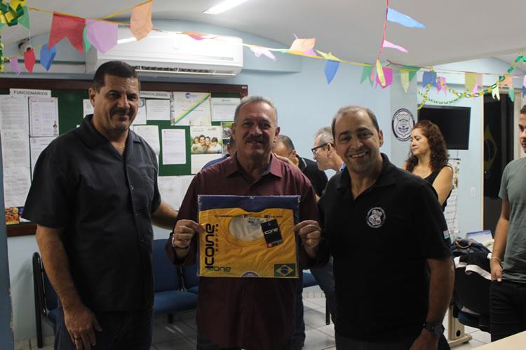O presidente do Sindipol/ES, Jorge Emílio Leal, ao lado do deputado Gilson Lopes e do diretor do Sindipol/ES Aloísio Fajardo.