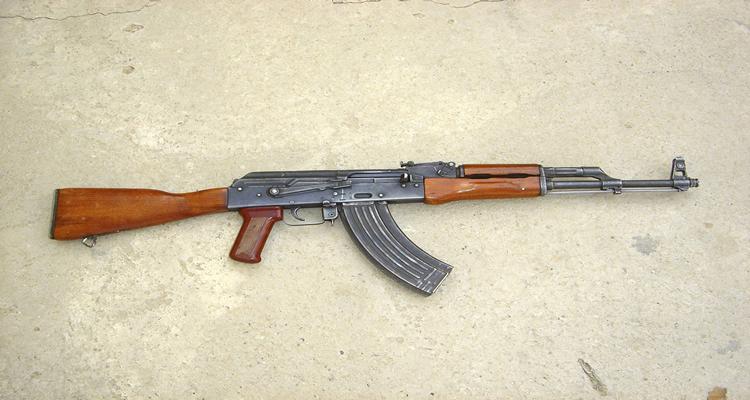 fuzil-sovietico-na-guerra-do-trafico-no-morro-do-macaco