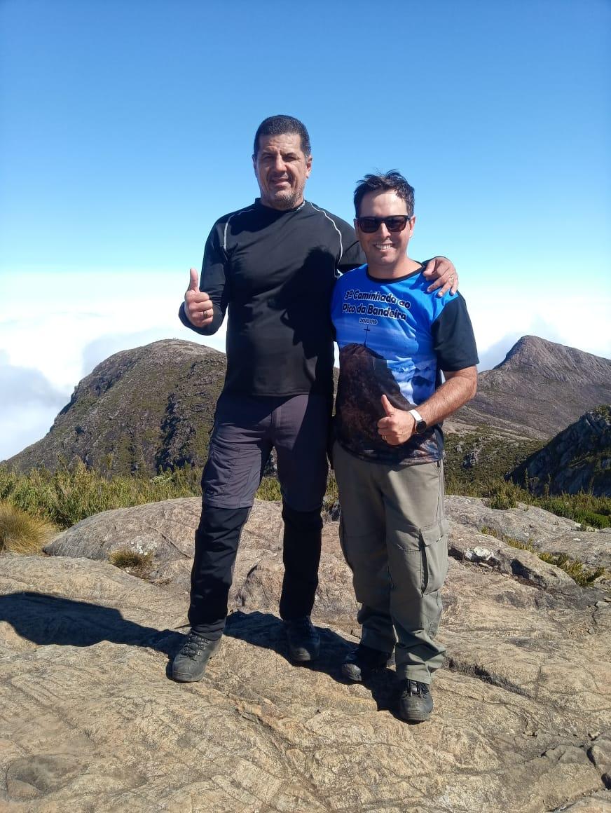 O presidente do Sindipol/ES, Jorge Emílio, com Renato Mota, um dos organizadores da expedição