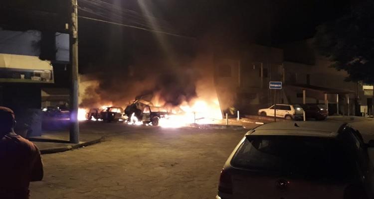 carros-apreendidos-sao-incendiados-no-norte-do-es