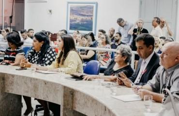 SINDIPOL/ES MARCA PRESENÇA EM FÓRUM SOBRE VIOLÊNCIA CONTRA CRIANÇAS E MULHERES